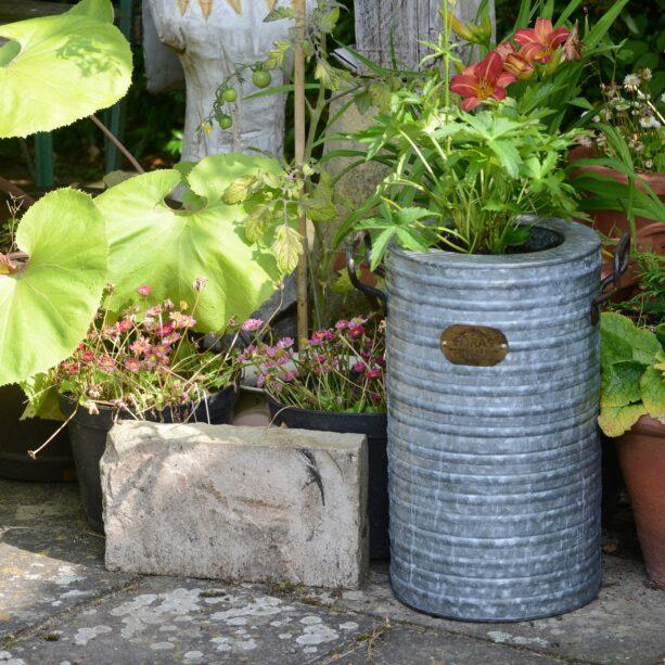Burnham planter