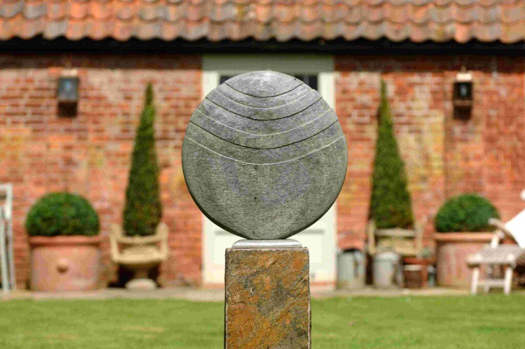 Caviara 60 Natural Slate Sculpture on Surmi Plinth