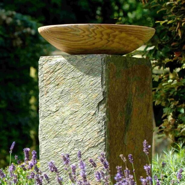 Foras Horton Birdbath Slate Plinth