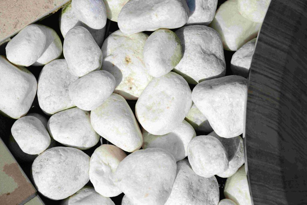 White quartize pebbles