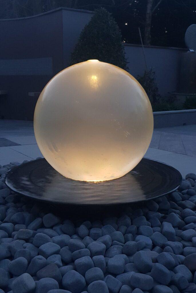 Neptune 450 water sculpture